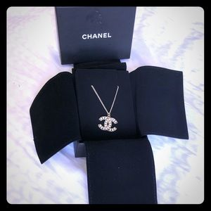 Chanel Crystal Pearl CC pendant Necklace Silver
